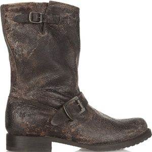 Rare Frye Veronica Distressed Short Boots, brown 9